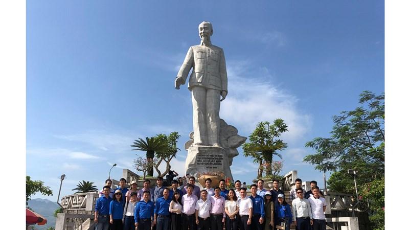 Công đoàn DATC dâng hương tưởng niệm Chủ tịch Hồ Chí Minh
