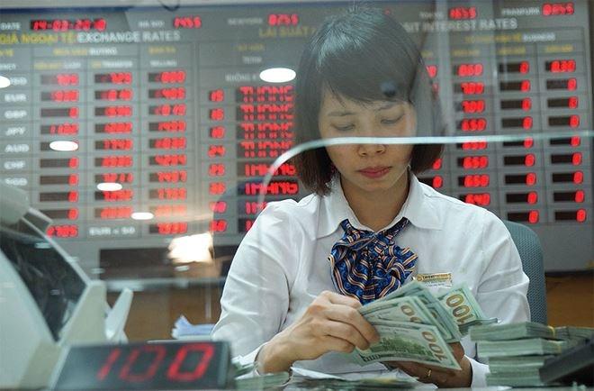 Tỷ giá tăng, cơ hội hạ lãi suất giảm