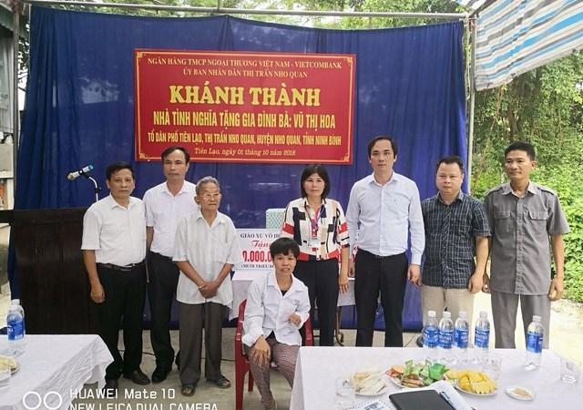 Vietcombank Ninh Bình trao tặng nhà tình nghĩa cho gia đình khó khăn