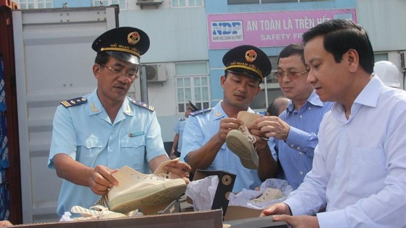 Xử lý nghiêm những trường hợp tiếp tay cho buôn lậu, gian lận thương mại