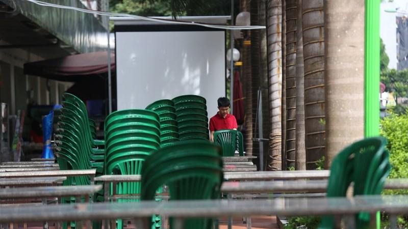 """Cảnh các quán nhậu, nhà hàng được ví von là """"toang"""" tại Hà Nội"""