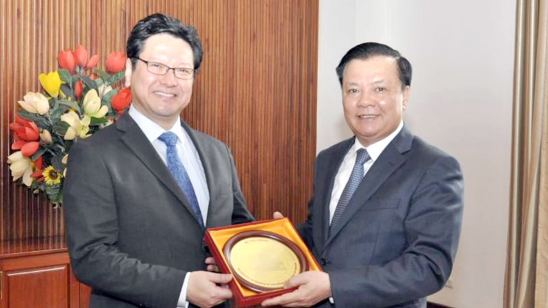 Bộ trưởng Đinh Tiến Dũng tiếp Giám đốc Ngân hàng JBIC (Nhật Bản)