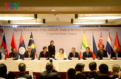 ASEAN ký kết hai văn kiện kinh tế quan trọng