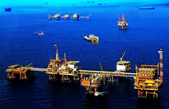 """""""Vàng đen"""" biến dạng: Ai được hưởng từ giá dầu?"""