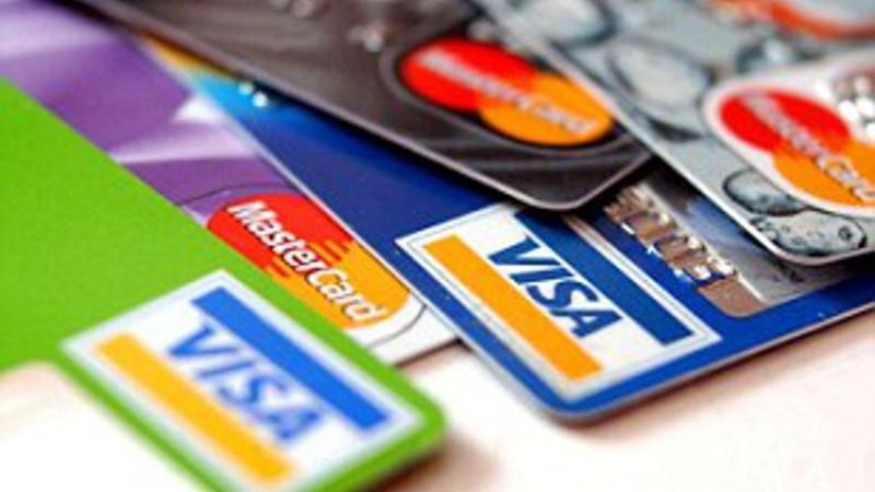 Visa và MasterCard cần có chính sách hỗ trợ giảm phí cho các ngân hàng