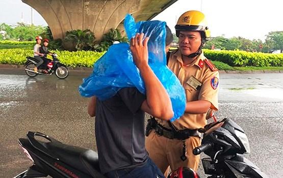 Mùa mưa - Cảnh báo nguy hiểm khi tham gia giao thông
