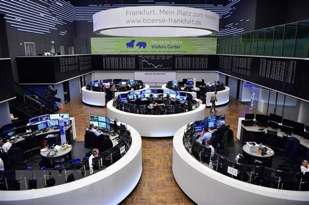 Chứng khoán châu Âu và Mỹ lao dốc, giá dầu thế giới giảm đáng kể
