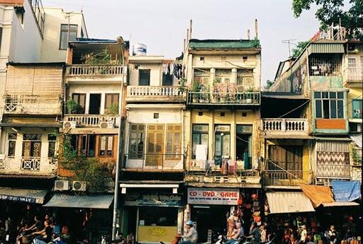 Đại gia bất động sản âm thầm mua gom từng căn hộ cũ nát chỉ từ 5m2 tại phố cổ