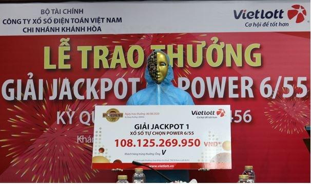 Tỷ phú Vietlott nộp ngân sách Khánh Hòa, từ thiện, hỗ trợ chống dịch covid-19 hơn 12 tỷ đồng