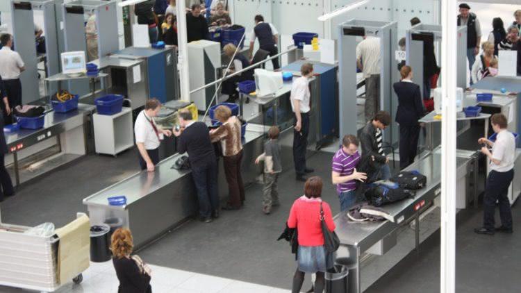 Qua cửa kiểm soát an ninh sân bay, hành khách cần lưu ý những điều này