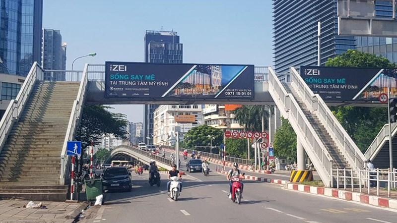 Quảng cáo tại cầu vượt: Phải tuân thủ quy định để phát huy hiệu quả