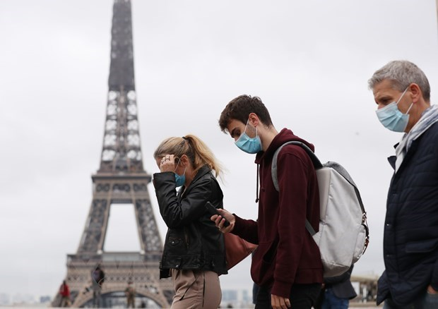 Dịch viêm đường hô hấp cấp COVID-19: Pháp tái phong tỏa toàn quốc