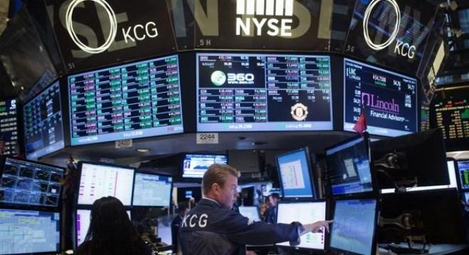 Fed hạ lãi suất, thị trường chứng khoán Mỹ chuyển động trái chiều