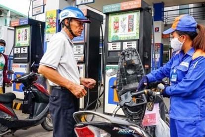 Giá xăng RON95-III tăng 351 đồng mỗi lít