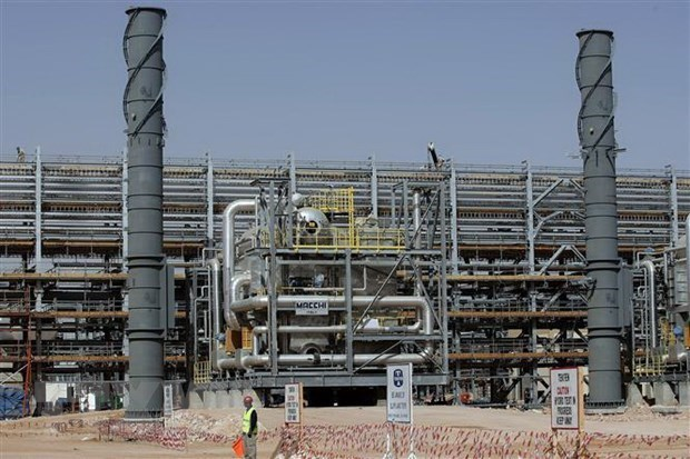 Giá dầu thế giới tăng khi triển vọng nhu cầu dầu thô cải thiện