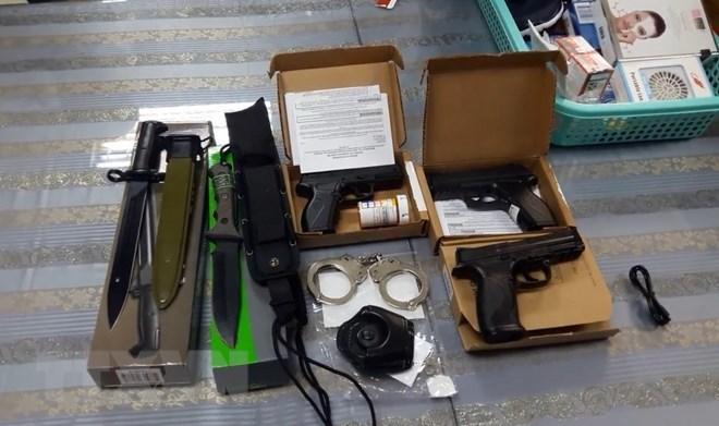 Hải quan tạm giữ hành khách mang lô hàng vũ khí nóng từ Mỹ về Việt Nam