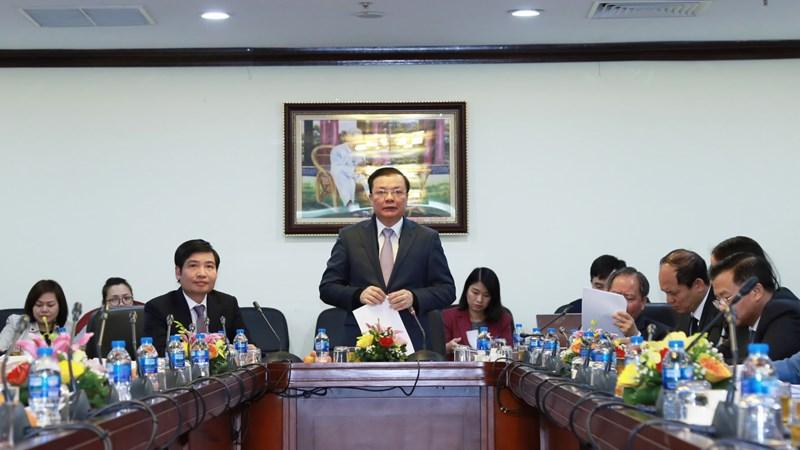 Bộ trưởng Đinh Tiến Dũng động viên khóa sổ quyết toán tại Kho bạc Nhà nước