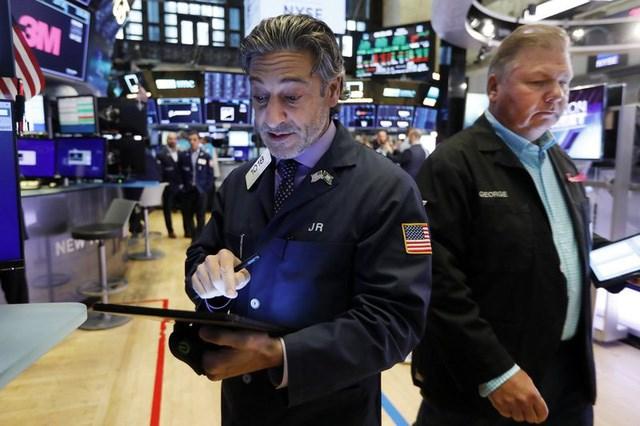 Fed giữ nguyên lãi suất, quỹ đầu tư ồ ạt bán vàng