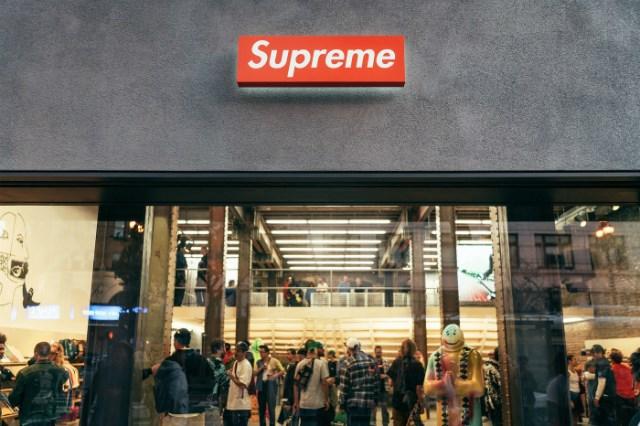 Supreme, Nike và một loạt thương hiệu Mỹ tự nguyện đóng cửa tạm thời