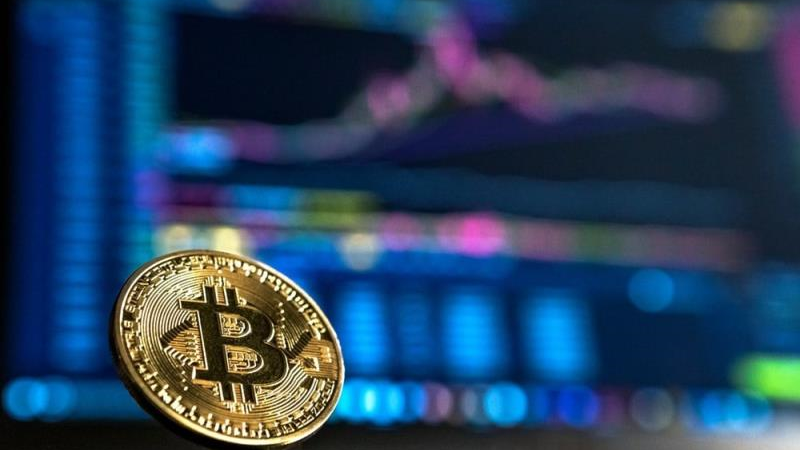 Bitcoin 'mắc cạn', nhà đầu tư bối rối