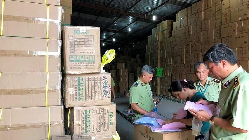 18 kho hàng tại TP. Hồ Chí Minh nghi chứa hàng lậu, hàng cấm
