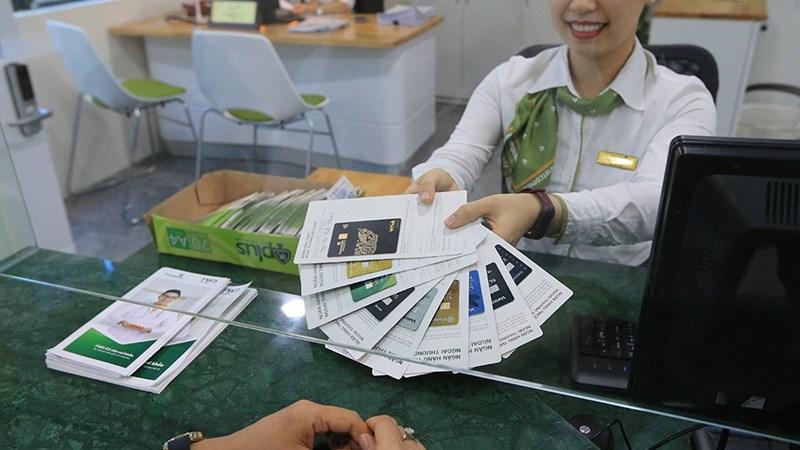 Ngân hàng tăng tuyển nhân viên bán chéo bảo hiểm
