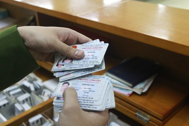 """Căn cước công dân: Thẻ mới chưa """"ráo mực"""" lại thay thẻ mới hơn!"""
