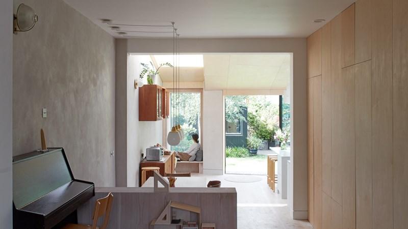 Ngôi nhà ngập ánh sáng với những góc đọc sách lý tưởng
