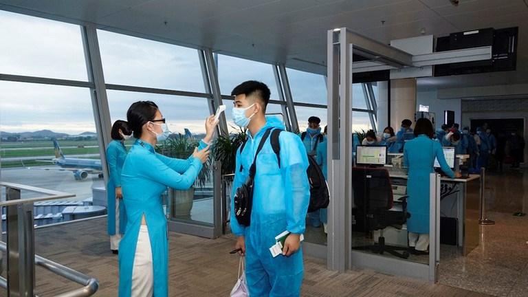 Mở bán vé chuyến bay thương mại quốc tế đầu tiên về Việt Nam