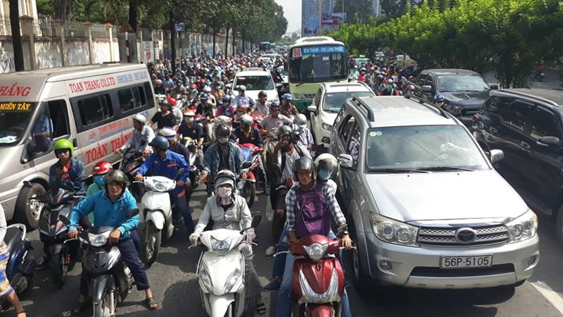 Phí đăng ký ô tô ở TP. Hồ Chí Minh tăng lên 20 triệu đồng
