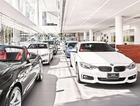 Xe BMW tồn kho giảm hàng trăm triệu đồng