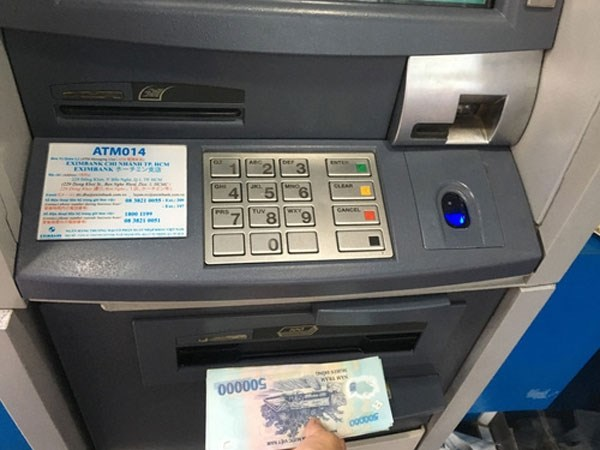 Giảm phí dịch vụ ATM thành xu hướng?