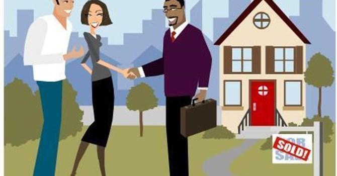 """Sự thật về chiêu """"cắt máu"""" của môi giới trên thị trường bất động sản"""