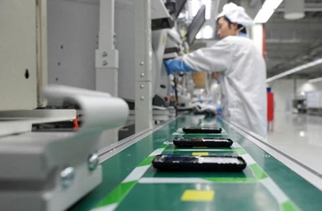 Điện thoại và linh kiện dẫn đầu giá trị xuất khẩu 8 tháng
