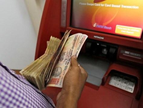 Ấn Độ: Hiệu chỉnh máy ATM cho phù hợp với tiền giấy mới