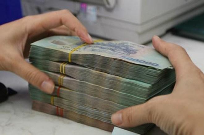 Ngân hàng có thể tăng phí giao dịch tiền mặt