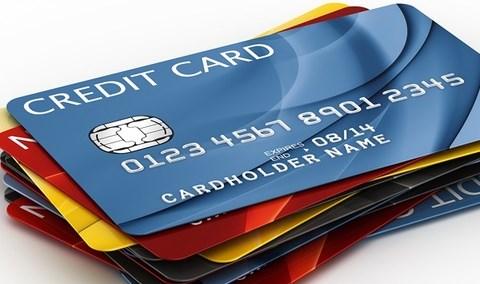 """Dùng thẻ tín dụng phải """"dè chừng"""" 6 loại phí này"""