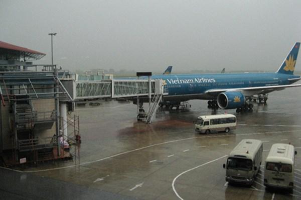 Hủy hàng loạt chuyến bay do bão số 4