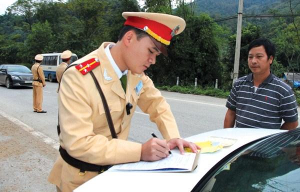 Được dùng bản sao giấy đăng ký xe khi tham gia giao thông?