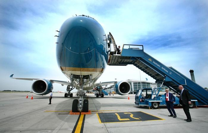 Tạm dừng bán hàng miễn thuế trên máy bay
