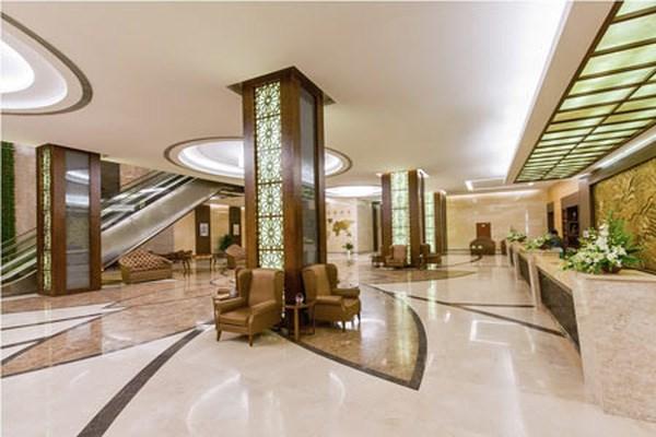 Phân khúc khách sạn cao cấp: Áp lực kép