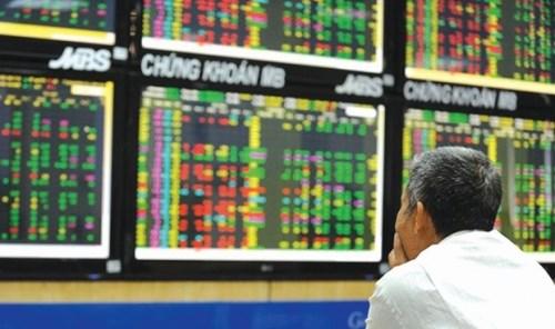 VN-Index vượt ngưỡng 900 điểm: Phía sau chuyện đắt - rẻ