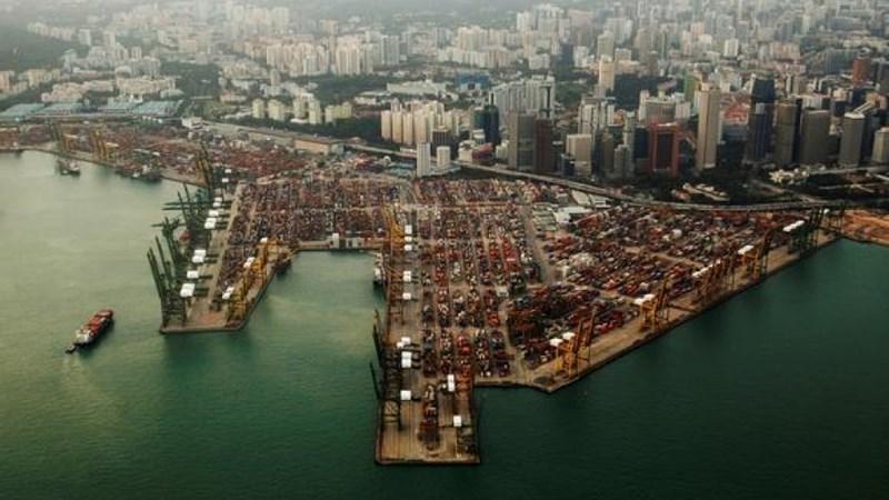 """Singapore mất """"ngôi vương"""" về kinh doanh cảng biển"""