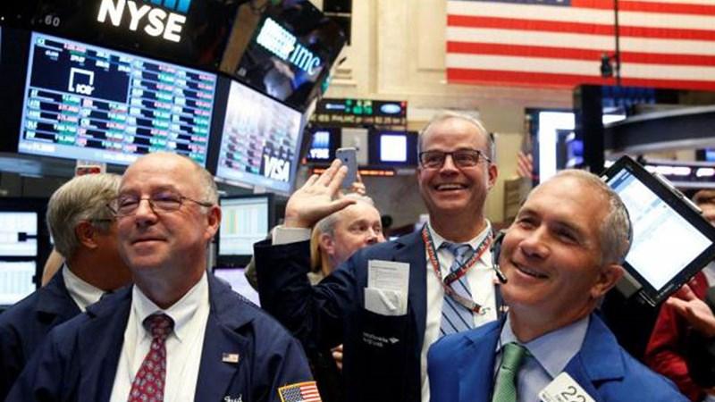 Đảo chiều thành công, chứng khoán Mỹ tăng mạnh nhất 15 tháng