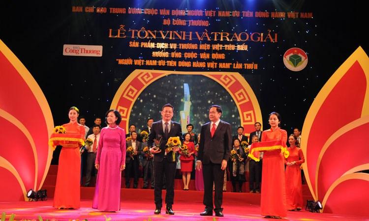 """SeABank được vinh danh trong """"Top Doanh nghiệp thương hiệu Việt tiêu biểu"""""""