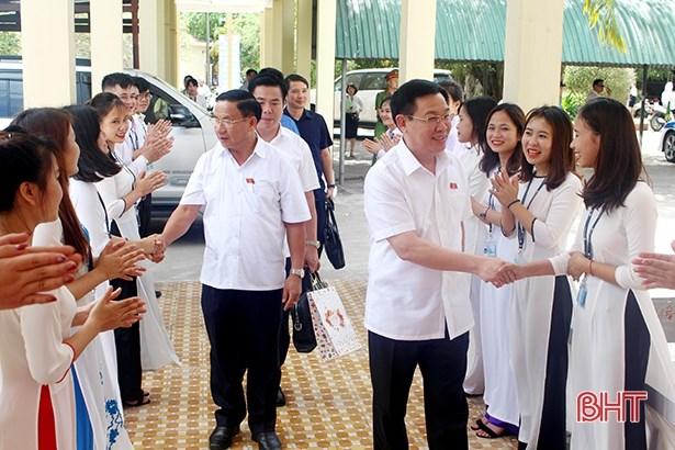 Phó Thủ tướng Vương Đình Huệ tiếp xúc cử tri tại tỉnh Hà Tĩnh