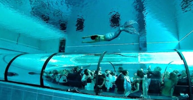 Bể bơi có độ sâu bằng nhà 14 tầng
