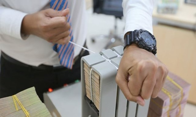 Siết tín dụng dài hạn, doanh nghiệp tìm hướng mới