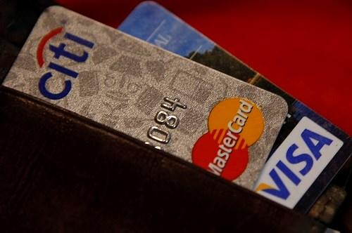 Mỗi người cần có bao nhiêu thẻ tín dụng?