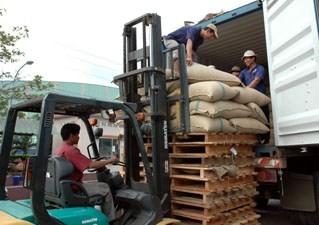 Xuất khẩu cà phê: Doanh nghiệp nội giành lại vị thế